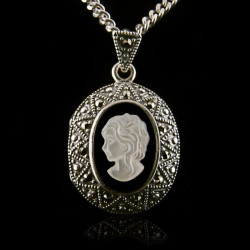 Locket Pendant Cameo...