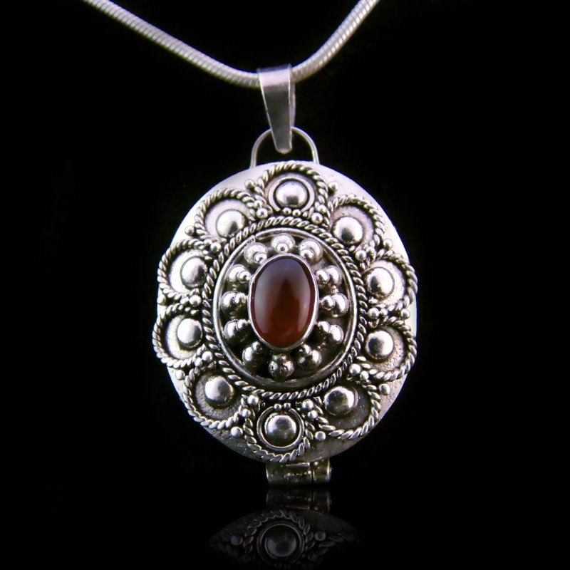 "Locket Pendant ""Queen of Saxony"" Carnelian"