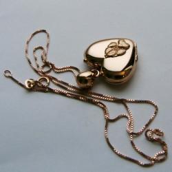 Locket pendant heart shape 18ct gold paw pad dog