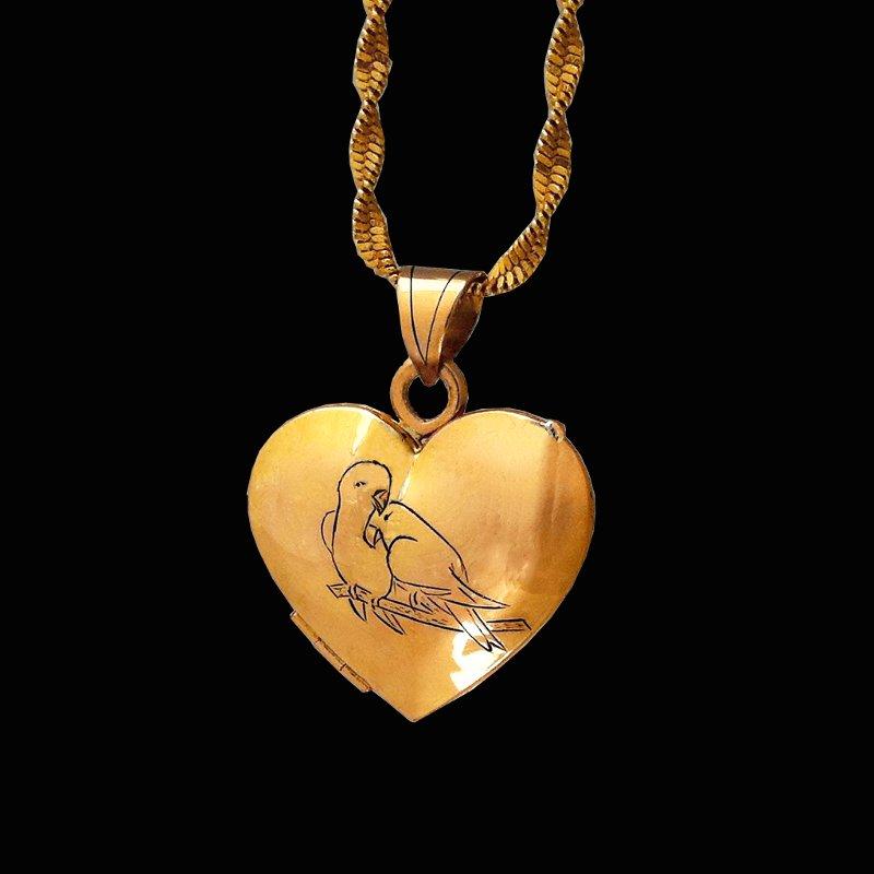 18ct gold locket pendant couple of parrots