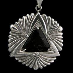Ciondolo in argento 'sci fi' con pietra nuummite